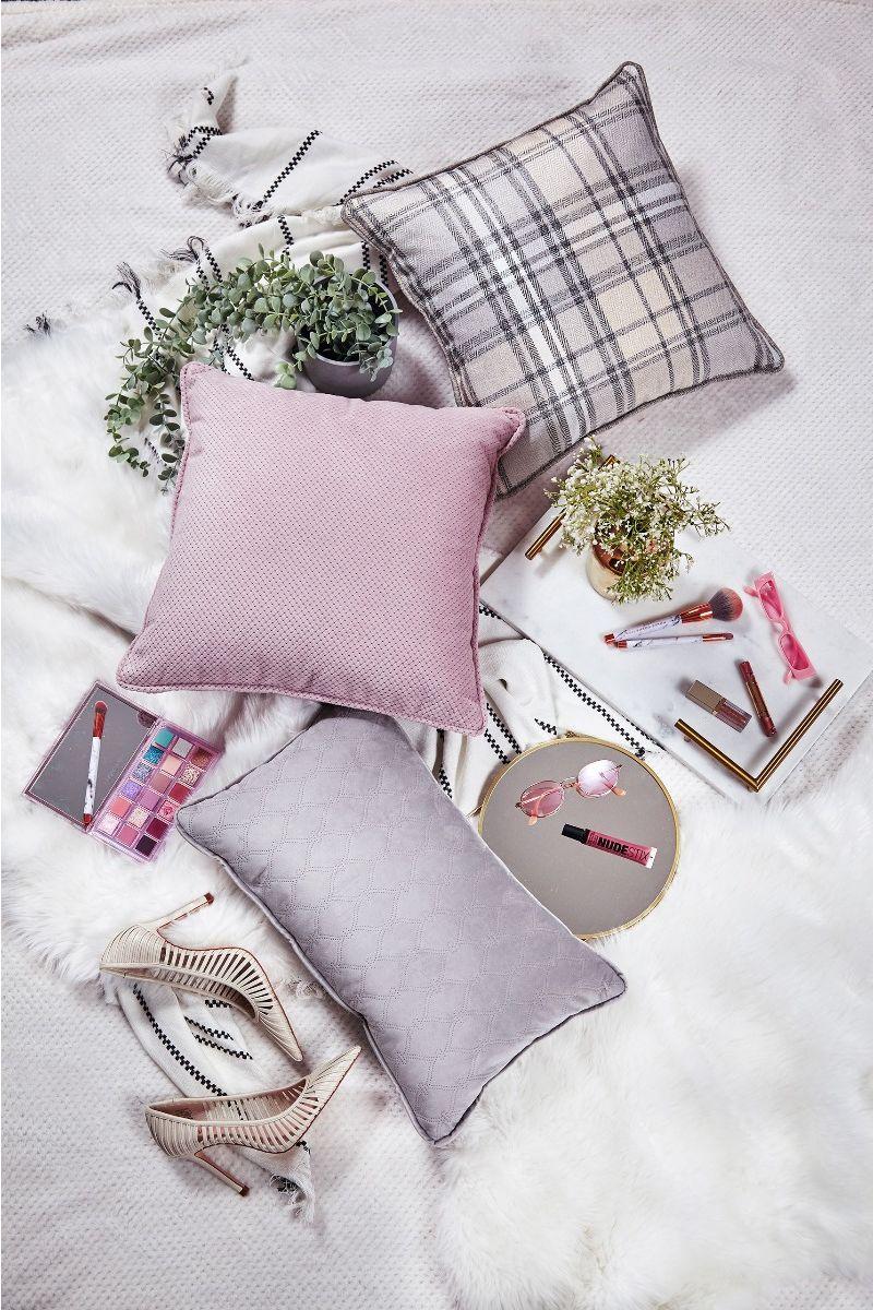 Baby Chic Pillow Talk set